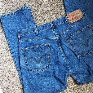 Levi's• Straight Leg Jeans